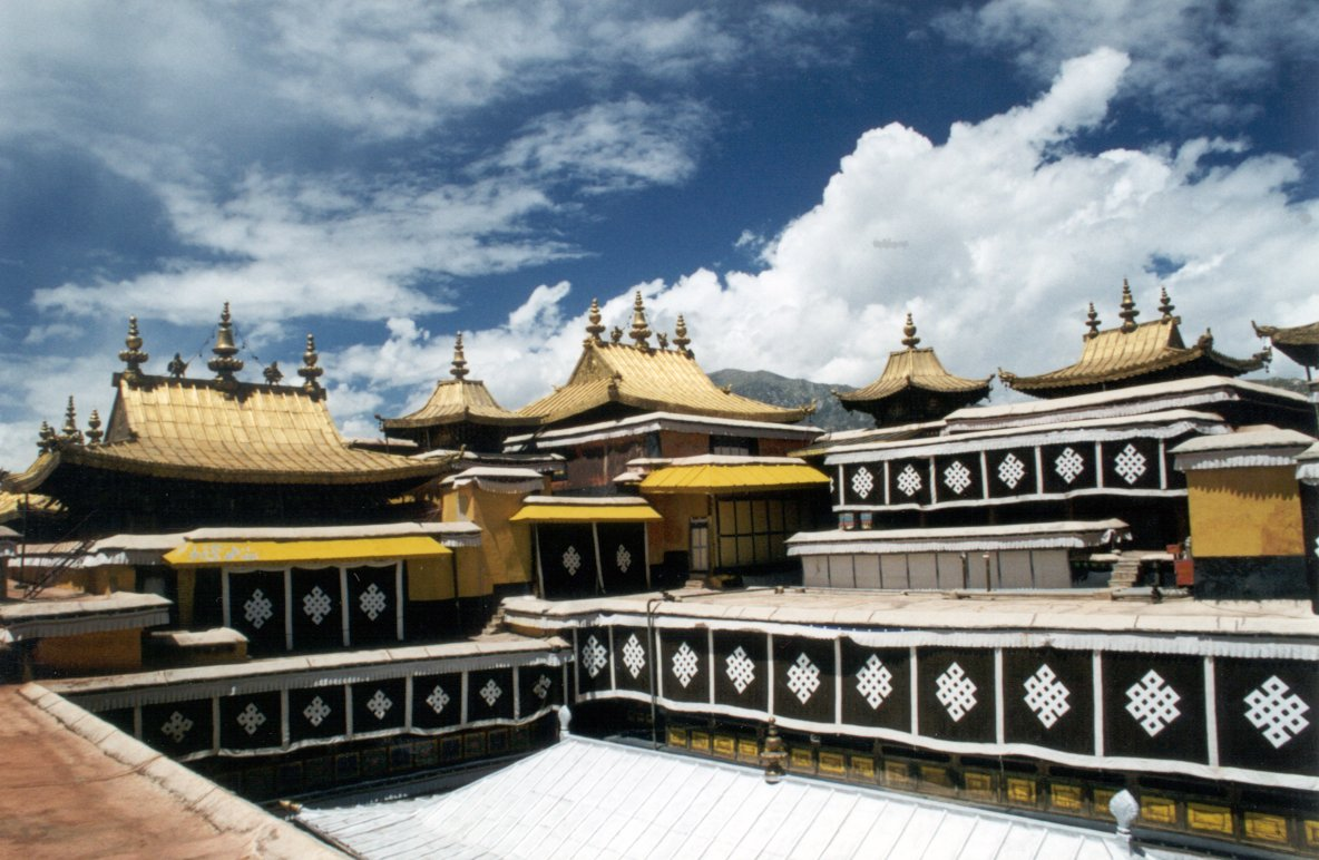 Golden%20Roofs%20of%20the%20Potala[1].jpg